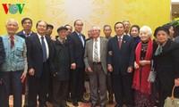 Ketua Pengurus Besar Front Tanah Air mengadakan ceramah di depan para  anggota Kelab Thang Long-Hanoi