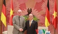 Ketua MN Vietnam, Nguyen Sinh Hung menerima  Ketua Parelemen Jerman, Nobert Lammert dan Ketua Majelis Rendah India, Sumitra Mahajan