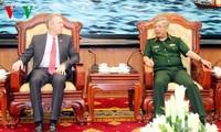 AS memperkuat  bantuan kepada Vietnam mengatasi akibat perang