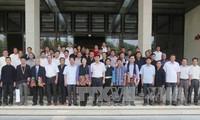 Wakil Ketua MN Nguyen Thi Kim Ngan menerima para utusan yang adalah warga etnis minoritas provinsi Son La.