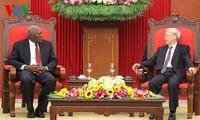 Pemimpin senior Partai dan Negara Vietnam menerima delegasi tingkat tinggi Partai Komunis Kuba