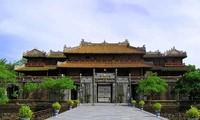 Mengunjungi  ibukota kuno Hue - daerah  yang romantis