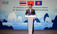 Memperingati ultah ke-70 berdirinya instansi diplomatik Vienam dan ultah ke-20 Vietnam masuk ASEAN