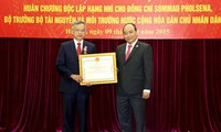 Menteri Sumber Daya Alam dan Lingkungan Hidup Laos mendapat Bintang Jasa Kemerdekaan kelas dua yang diberikan oleh  Negara Vietnam