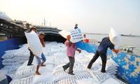 Vietnam dan Thailand  adalah dua negara yang menduduki kira-kira 50 persen hasil produksi  beras ekspor di dunia.