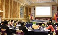 Membangun pola pendidikan terhadap para relawan kesehatan dan  mantri kesehatan kedokteran tradisional  untuk negara-negara ASEAN