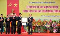 Kabupaten pertama di provinsi Phu Tho  (Vietnam Utara) mencapai patokan pedesaan baru