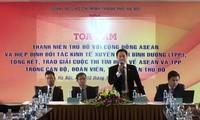 Pembukaan simposium: Kaum pemuda Ibukota Hanoi dengan Komunitas ASEAN dan TPP.