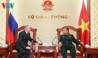 Deputi Menhan Vietnam menerima  Konselor  Federasi Rusia.