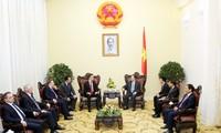 Deputi PM Vietnam, Vu Van Ninh  menerima Menteri Luar Negeri dan Ekonomi Luar Negeri Hungaria