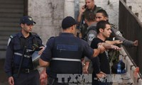 Israel  memblokade satu desa dari  orang Palestina di Tepian Barat.
