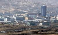 Komunitas badan usaha dan partai-partai politik Republik Korea  memberikan reaksi tentang penghentian zona industri Kaesong