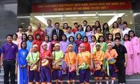 Rombongan guru dan pelajar diaspora Vietnam di Thailand  mengunjungi provinsi Ninh Binh