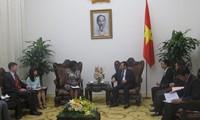 Deputi PM Vuong Dinh Hue menerima Wakil Presiden WB urusan kawasan Asia-Pasifik, Victoria Kwa Kwa