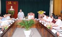 Deputi PM Vuong Dinh Hue mengadakan temu kerja di provinsi Tuyen Quang