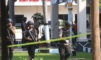 Serangan bom bunuh diri terhadap pos polisi di kota Solo, Indonesia