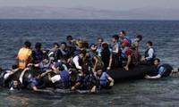 Yunani menyelamatkan  puluhan orang di laut