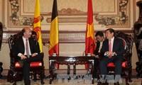 Pimpinan kota Ho Chi Minh menerima Menteri, Gubernur Pemerintah Kawasan Wallonie  - Burussels, Belgia