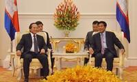 Memperkuat pertukaran informasi dan kerjasama  komunikasi Vietnam-Kamboja