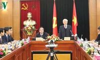 Sekjen KS PKV, Nguyen Phu Trong mengadakan temu kerja dengan Departemen Ekonomi  KS PKV