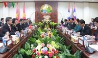 Mendorong dan memperdalam lebih lanjut lagi hubungan solidaritas istimewa Vietnam-Laos