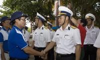 Rombongan kerja lintas instansi  mengunjungi kabupaten pulau Truong Sa, provinsi Khanh Hoa
