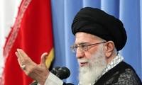 Ayatollah  Iran, Ali Khamenei mengecam AS kurang akrab