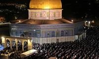 Israel untuk sementara menghentikan  ibadah sembahyang  di Masjid di Jerussalem