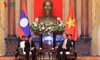 Presiden Vietnam, Tran Dai Quang  menerima Wapres Laos, Phankham Viphavanh