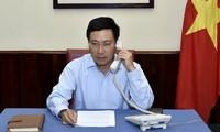 Deputi PM, Menlu Vietnam, Pham Binh Minh mengadakan pembicaraan telepon  dengan Menlu Indonesia, Retno Marsudi