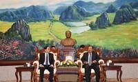 Memperkuat hubungan persahabatan tradisional, solidaritas istimewa  dan kerjasama komprehensif antara dua negara Vietnam-Laos