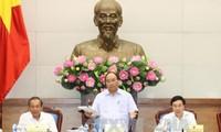 PM Vietnam, Nguyen Xuan Phuc  memimpin  sidang  untuk membahas solusi-solusi mendorong pertumbuhan ekonomi