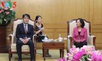 Direktur ILO, Change Hee Lee melakukan kunjungan di Vietnam