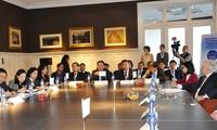 Deputi PM Vietnam, Vuong Dinh Hue mengunjungi beberapa basis ekonomi di Belgia