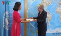Dubes baru Vietnam di samping UNESCO menyampaikan surat mandat