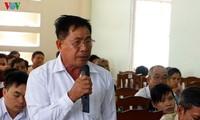 Ketua Pengurus Besar Front Tanah Air Vietnam melakukan kontak dengan para pemilih  kota Can Tho