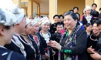 Wakil Harian Ketua MN Vietnam, Tong Thi Phong  melakukan  kunjungan kerja di provinsi Tuyen Quang