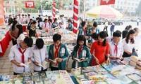Festival Buku Bumi Leluhur dan pameran foto artistik tentang kampung halaman dan manusia Provinsi Phu Tho