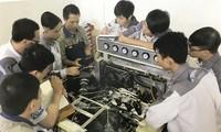 Menciptakan lapangan kerja yang  berkesinambungan  bagi kaum  pemuda yang menjumpai kesulitan