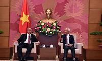 Wakil Ketua MN Viet Nam, Uong Chu Luu menerima delegasi tingkat tinggi Kuba