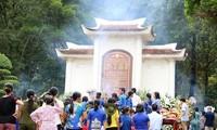 Ribuan orang datang  ke Dong Loc untuk menyatakan terima kasih kepada para martir