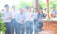 PM Viet Nam, Nguyen Xuan Phuc menghadiri upacara peringatan HUT ke-71Hari Prajurit Penyandang Disabilitas dan Martir (27/7)