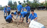 Kaum pemuda mengadakan upacara pemberangkatan pasukan untuk menyambut Kampanye membuat  dunia lebih bersih 2018