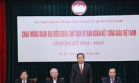 Komite Persatuan Umat Katolik   Viet Nam mengembangkan peranan  menjembatani  agama dan kehidupan