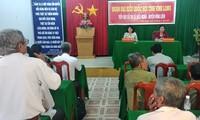 Wapres Viet Nam Dang Thi Ngoc Thinh  melakukan kontak dengan pemilih di Provinsi Vinh Long