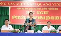 Pemimpin Partai dan Negara mengadakan kontak dengan pemilih setelah persidangan ke-6 MN Viet Nam angkatan XIV