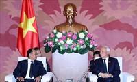 Wakil Ketua MN Viet Nam, Uong Chu Luu menerima Menteri Hukum Laos