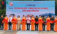 """Pameran foto: """"320 tahun Sai Gon-Kota Ho Chi Minh  hastras menggeliat"""""""