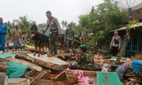 Indonesia mengungsikan puluhan ribu warga  karena bahaya terus terjadi tsunami