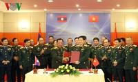 Viet Nam dan Laos berkomitmen akan memperdalam hubungan pertahanan
